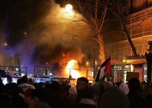 paris1_burning.jpg